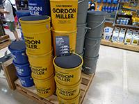 オイル缶をベースにした収納にもなるスツール ペール缶スツール